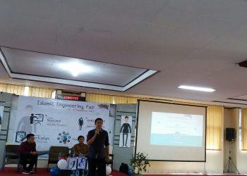 CEO Sutaki Group David Hardi, salah seorang pemateri pada Seminar Nasional Foristek di PKM Unand lantai 1, Minggu (12/11/2017).