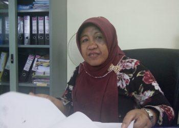 Kasubag Kesejahteraan Mahasiswa dan Alumni, Destrinita saat diwawancarai di ruangannya, Rabu (29/11/2017).