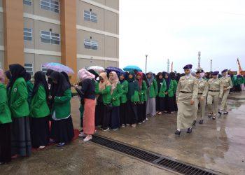 Mahasiswa yang diundang melakukan registrasi masuk di Rumah Sakit Unand, Sabtu (4/11/2017).