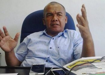 Dekan Faperta, Munzir Busniah saat diwawancara di ruangannya, Kamis (1/02/2018). (Foto: Yashirli Mulyadi)