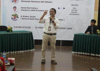 Pemaparan dari salah satu pemateri dalam Seminar Nasional, di gedung Seminar I, Senin (26/02/2018).