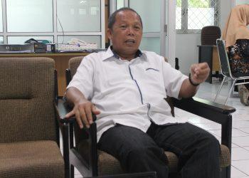 Koordinator Pengelola Unit Kuliah Kerja Nyata (PU-KKN) Unand Syamsuardi saat diwawancara di sekretariat PU-KKN Unand, Senin (18/2/2019).