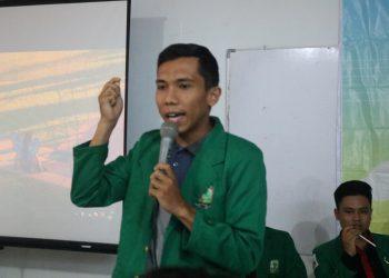 Salah satu calon presiden mahasiswa sedang berkampanye di Fakultas Kesehatan Masyarakat, Universitas Andalas, Senin, (29/10/2018).