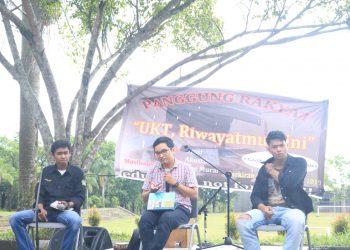 Diskusi Publik yang diadakan oleh UKM PHP Unand di lapangan parkir Gedung E Universitas Andalas  (Unand), Kamis, (7/2/2019).