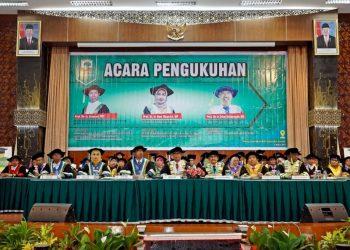 Proses Pengukuhan Guru Besar Bidang Pertanian,  di gedung Convention Hall Unand, Rabu (6/3/2019).