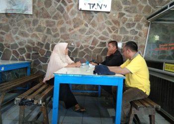 Perundingan antara pihak cafe uniang dan pihak dekanat di Cafe Uniang FIB Unand, Rabu (3/4/2019)