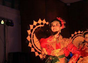 Salah seorang penari saat tampil dalam Karya Cinta Andalaswara di Aula Fekon JAti, Sabtu (7/9/2019).