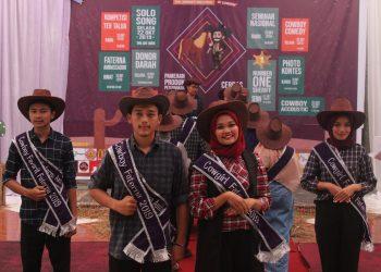 Pemenang Cowboy Cowgirl Terfavorite dan Faterna ambassador dalam kegiatan Cowboy Fair VI di Kolam PKM Unand, Jumat (25/10/2019). (Foto : Rahmat Fiqri)