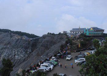 Kasawan wisata Tangkuban Parahu ramai dikunjungi wistawan, Minggu (29/12/2019). (Foto : Rahmat Fiqri)