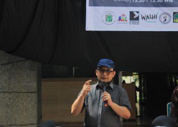 Penyidik KPK Novel Baswedan menyampaikan peranan milenial dalam memberantas korupsi di Kolam PKM Unand, Selasa (10/12/2019). (Foto: Icha Putri)