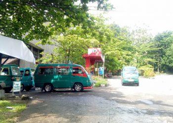Angkot tidak dibenarkan lagi melewati jalur dalam kampus (Genta Andalas/Geliz Luh Titisari)