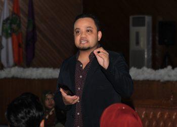 Entrepreneur asal Brunnei Darrussalam, Addie Humaizie saat menyampaikan materi seminar di Auditorium Universitas Andalas, Minggu (23/3/2019.) (Genta andalas/Hafiz Al-Ma'Ariz)