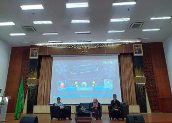 Penyampaian materi Seminar Nasional Peranan Matematika dalam Merevolusi Era Digital di Convention Hall Unand, Kamis (06/02/2020). (Foto : Himatika Unand)