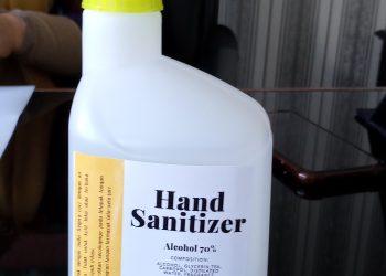 Hand sanitizer yang diproduksi Fakultas Farmasi Unand, Jumat (20/3/2020). ( Genta Andalas/Efi Fadlillah)